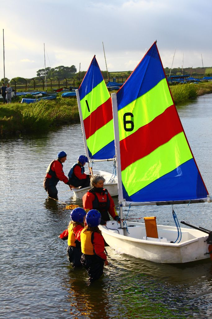 Juniors learning to sail